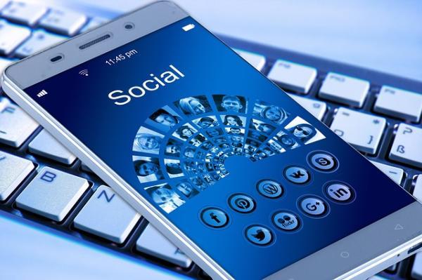 Facebook registra chiamate ed Sms
